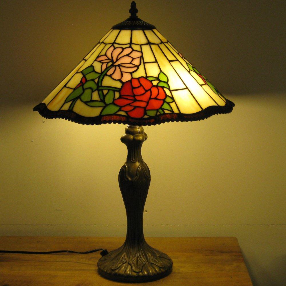 Rigtig fin og klassisk Tiffany bordlampe YW16018