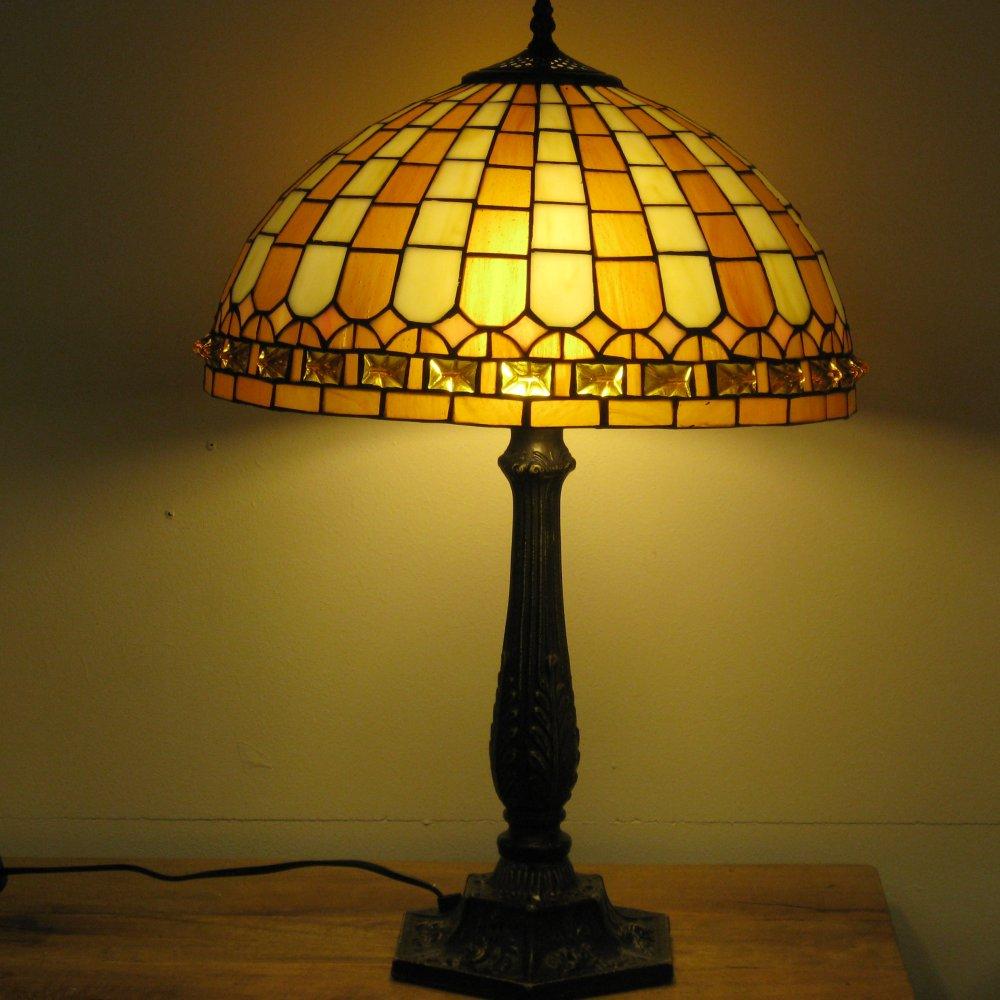 Hyggelig Tiffany bordlampe YW16027